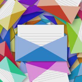 Enveloppe et courriel coloré