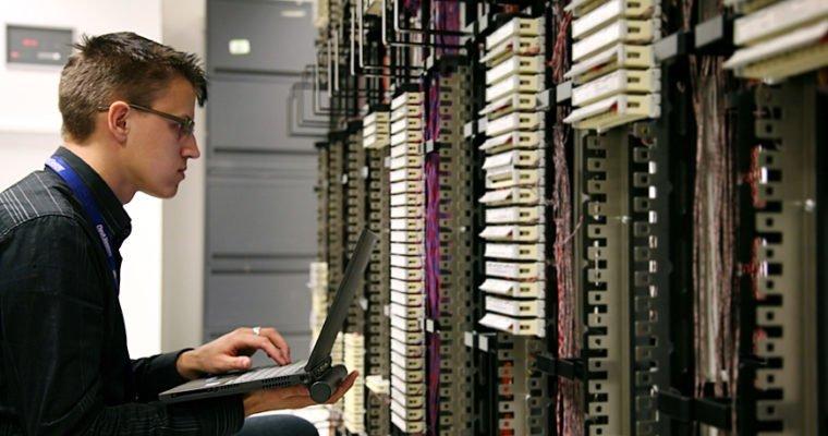 Technicien et réparation de serveur et d'ordinateur